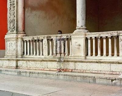 Oculto en una fachada